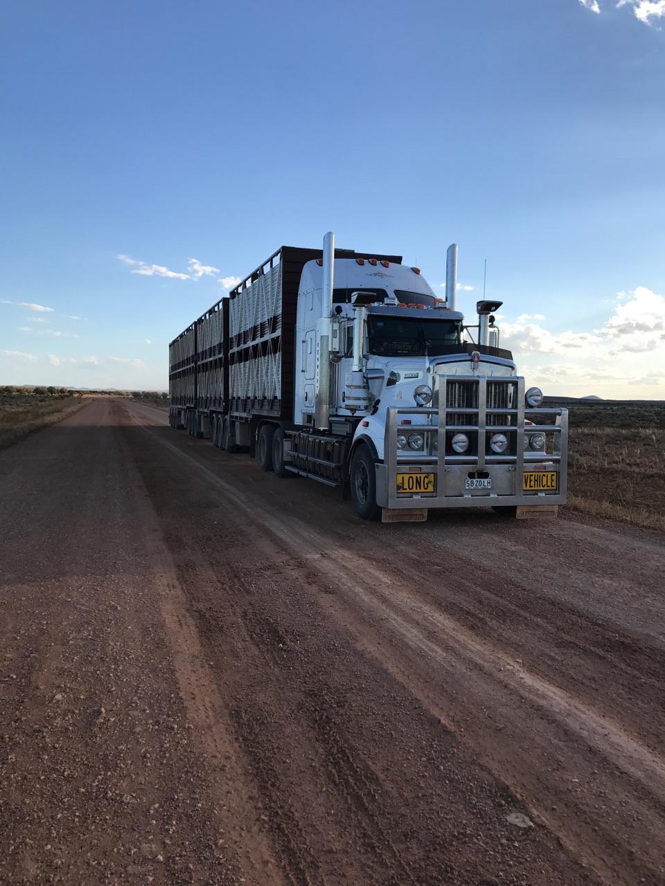 Kenworth_truck_roadtrain.jpg